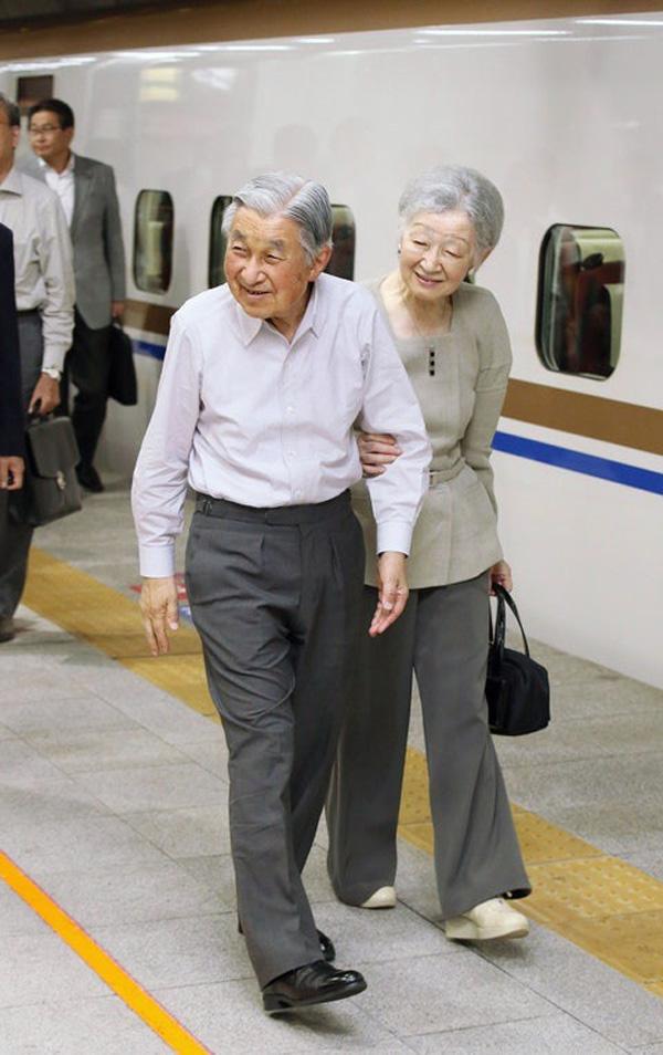 Nhan sắc kiều diễm của Hoàng hậu thường dân Michiko thời trẻ, khiến vua say đắm đến phá bỏ quy tắc Hoàng gia-11