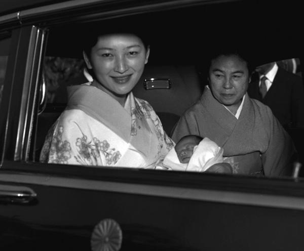 Nhan sắc kiều diễm của Hoàng hậu thường dân Michiko thời trẻ, khiến vua say đắm đến phá bỏ quy tắc Hoàng gia-5