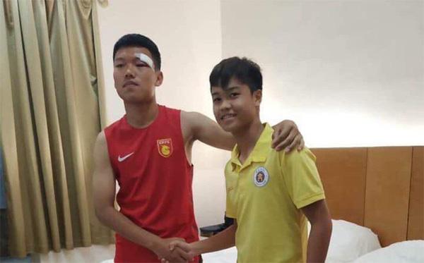Cầu thủ Việt Nam xin lỗi đội trưởng Trung Quốc sau pha đấm thẳng mặt chảy bê bết máu-1