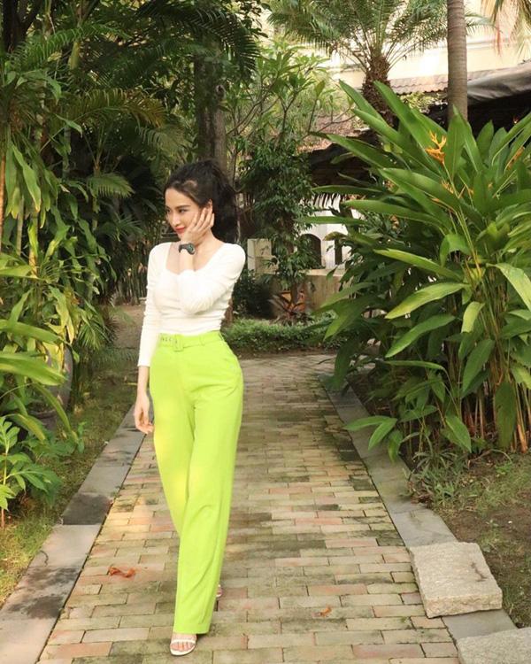 Hồ Ngọc Hà hack cả chục tuổi với street style trẻ trung - HHen Niê diện bikini khoe đường cong bốc lửa-2