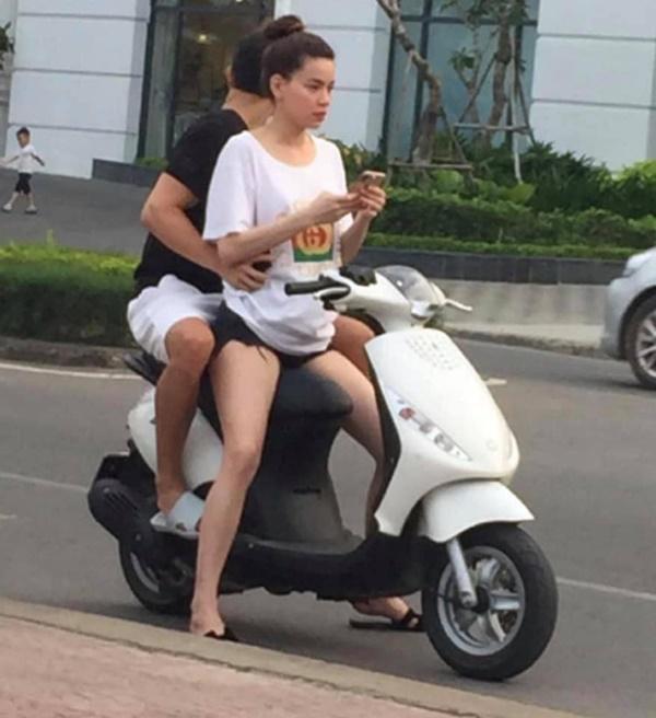 Hồ Ngọc Hà chở Kim Lý bằng xe máy mà không đội mũ bảo hiểm gây tranh cãi-1