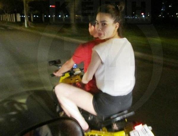 Hồ Ngọc Hà chở Kim Lý bằng xe máy mà không đội mũ bảo hiểm gây tranh cãi-3