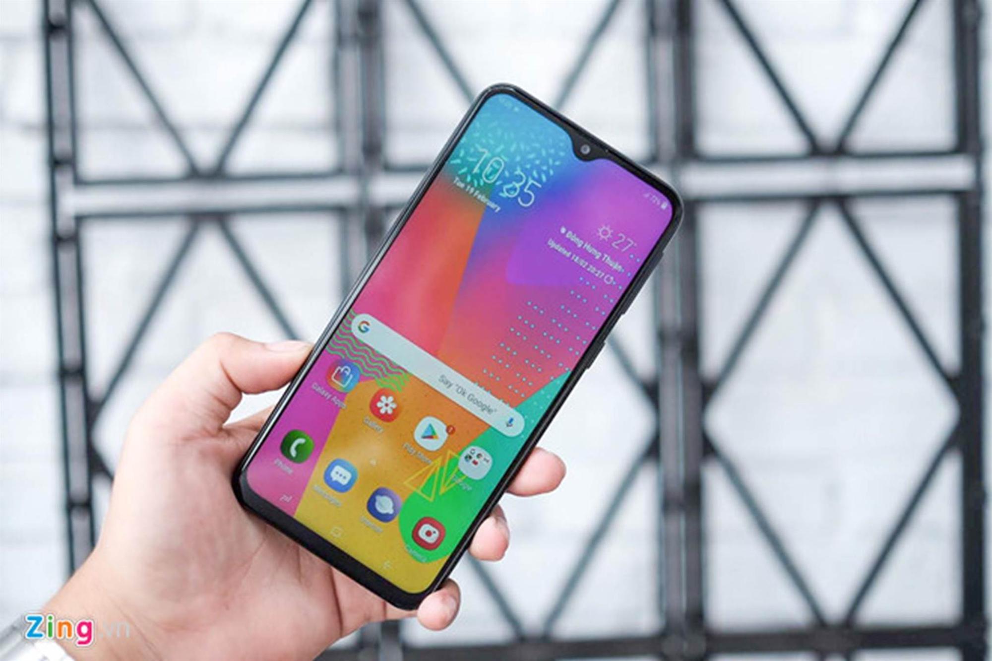 Loạt smartphone pin trâu, giá dưới 5 triệu đồng đang bán tại VN-1