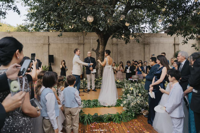 Chồng cũ Hồng Nhung lần đầu xuất hiện sau đám cưới xa hoa với vợ mới-2