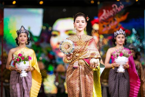 Dân tình náo loạn với nhan sắc cực phẩm của nữ thần Thungsa trong lễ Songkran 2019 tại Thái Lan-10