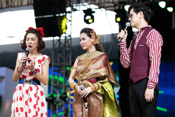 Dân tình náo loạn với nhan sắc cực phẩm của nữ thần Thungsa trong lễ Songkran 2019 tại Thái Lan-11