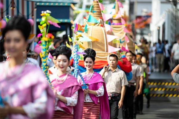 Dân tình náo loạn với nhan sắc cực phẩm của nữ thần Thungsa trong lễ Songkran 2019 tại Thái Lan-12