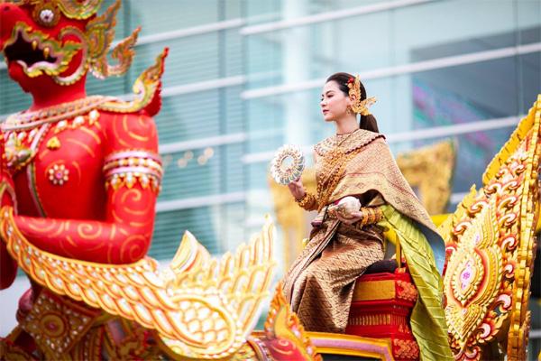 Dân tình náo loạn với nhan sắc cực phẩm của nữ thần Thungsa trong lễ Songkran 2019 tại Thái Lan-8