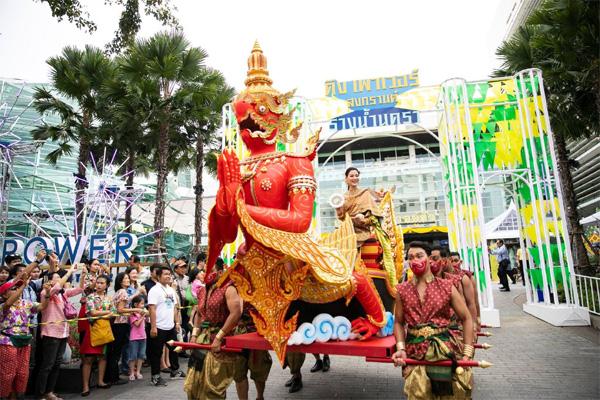 Dân tình náo loạn với nhan sắc cực phẩm của nữ thần Thungsa trong lễ Songkran 2019 tại Thái Lan-9