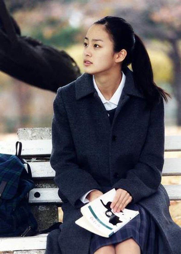 Vẻ đẹp của Kim Tae Hee: Từ nữ thần đại học đến biểu tượng nhan sắc, cả cái bóng phản chiếu trên tường cũng thừa sức gây sốt-6