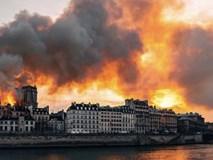 Những hình ảnh thảm khốc khi ngọn lửa lớn tàn phá Nhà thờ Đức Bà Paris tối 15/4