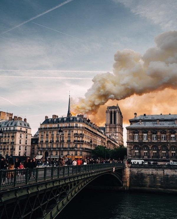 Những hình ảnh thảm khốc khi ngọn lửa lớn tàn phá Nhà thờ Đức Bà Paris tối 15/4-3
