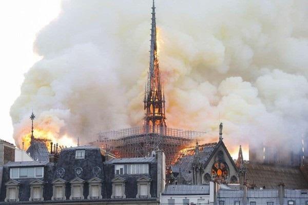 Nhà thờ Đức Bà đổ sập: Giọt nước mắt suy sụp của người dân và hành động đầu tiên của Tổng thống Pháp-6