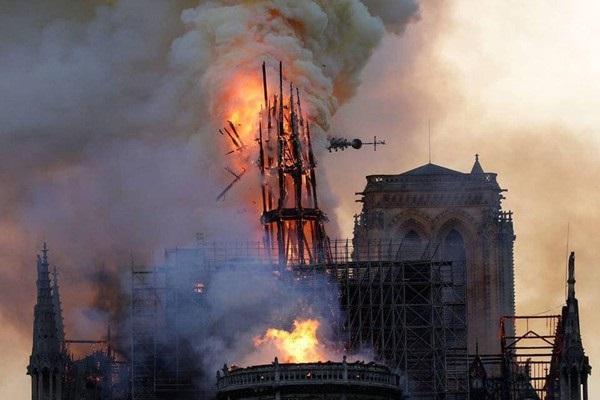 Nhà thờ Đức Bà đổ sập: Giọt nước mắt suy sụp của người dân và hành động đầu tiên của Tổng thống Pháp-7