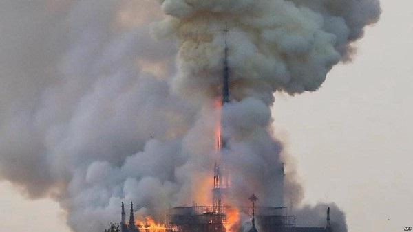 Nhà thờ Đức Bà đổ sập: Giọt nước mắt suy sụp của người dân và hành động đầu tiên của Tổng thống Pháp-9