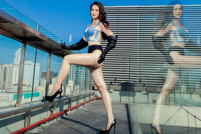 Hoa hậu Phương Khánh tung loạt ảnh mặc bikini nóng bỏng-3
