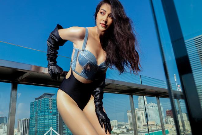Hoa hậu Phương Khánh tung loạt ảnh mặc bikini nóng bỏng-4