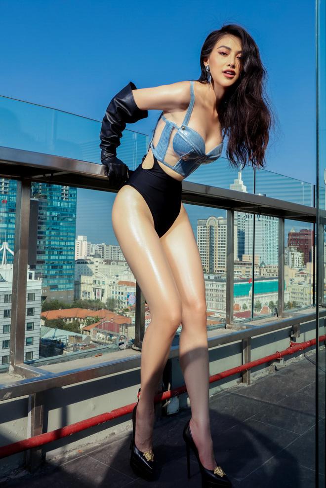 Hoa hậu Phương Khánh tung loạt ảnh mặc bikini nóng bỏng-5