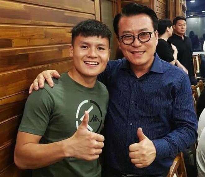 Đình Trọng, Quang Hải thả tym cực đáng yêu khi đi ăn tối cùng HLV Park Hang Seo-3