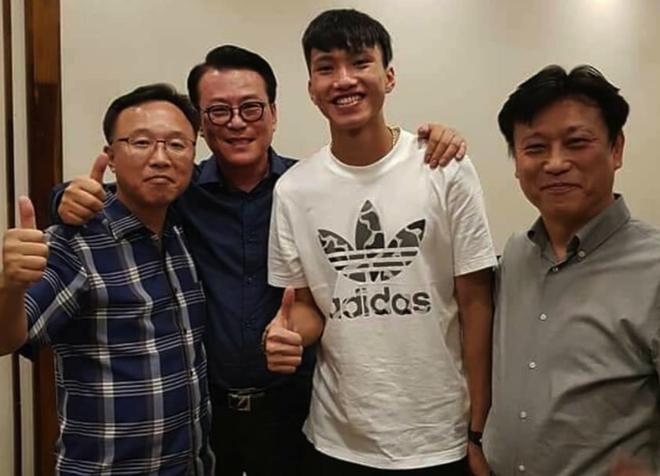 Đình Trọng, Quang Hải thả tym cực đáng yêu khi đi ăn tối cùng HLV Park Hang Seo-2