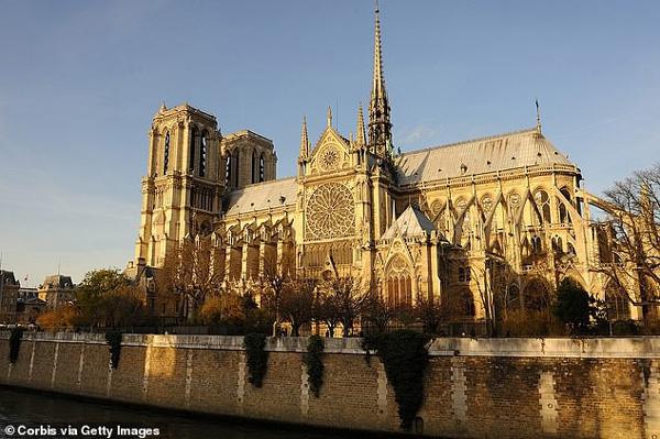 Hé lộ lí do thực sự khiến Nhà thờ Đức Bà Paris chìm trong khói lửa và phải mất nhiều giờ mới có thể dập tắt được đám cháy-2