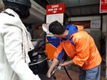 Xăng tiếp tục tăng giá mạnh hơn 1.000 đồng/lít-2