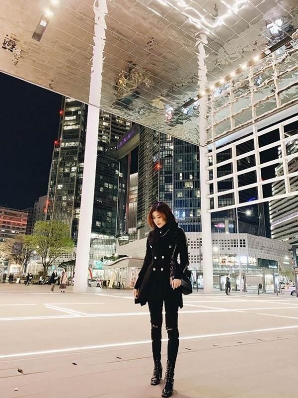 Mai Phương Thuý khoe chân dài miên man trên phố khiến fans ngây ngất-7