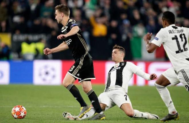 Ronaldo chia tay Champions League bằng pha phạm lỗi thô bạo-1