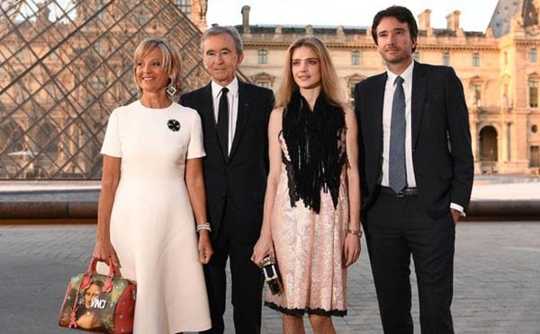 Lộ diện tỷ phú thứ 2 chi số tiền gấp đôi để khôi phục lại Nhà thờ Đức Bà Paris: Thân thế lẫy lừng đến Tổng thống Pháp cũng phải bái phục-4