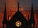 Đã từng có một câu chuyện tình yêu ám ảnh và song hành với nhà thờ Đức Bà Paris trước khi ngọn lửa tàn khốc bao trùm-3