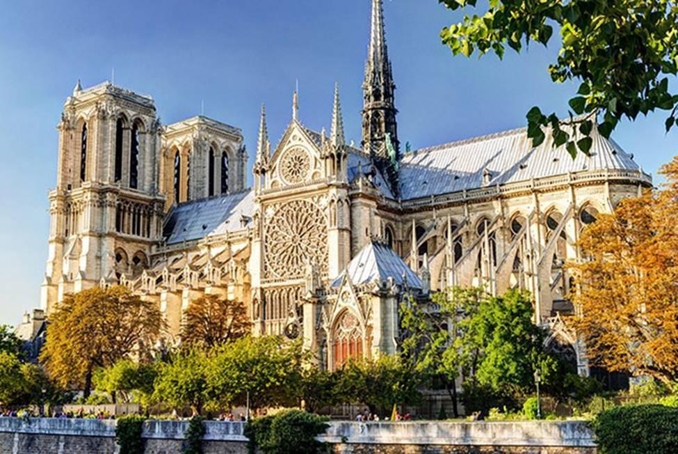Ngắm lại Nhà thờ Đức Bà Paris, trái tim của nước Pháp trước khi chìm trong biển lửa-1