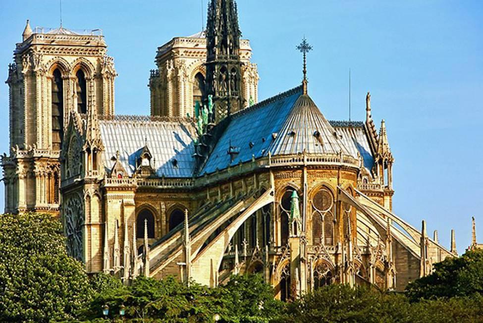 Ngắm lại Nhà thờ Đức Bà Paris, trái tim của nước Pháp trước khi chìm trong biển lửa-2