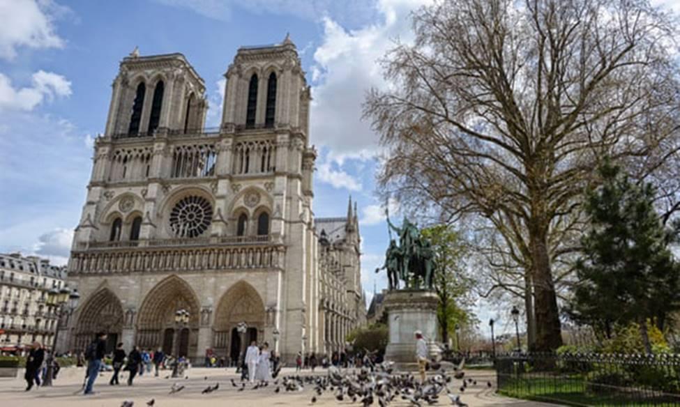 Ngắm lại Nhà thờ Đức Bà Paris, trái tim của nước Pháp trước khi chìm trong biển lửa-3
