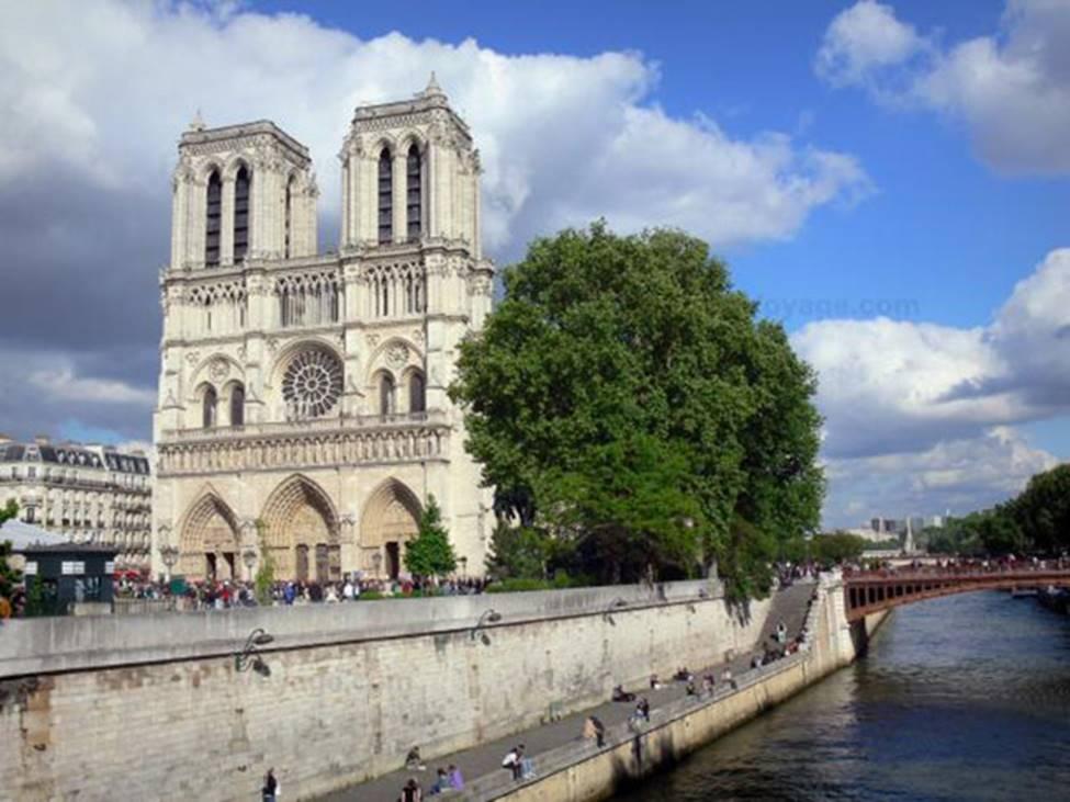 Ngắm lại Nhà thờ Đức Bà Paris, trái tim của nước Pháp trước khi chìm trong biển lửa-4