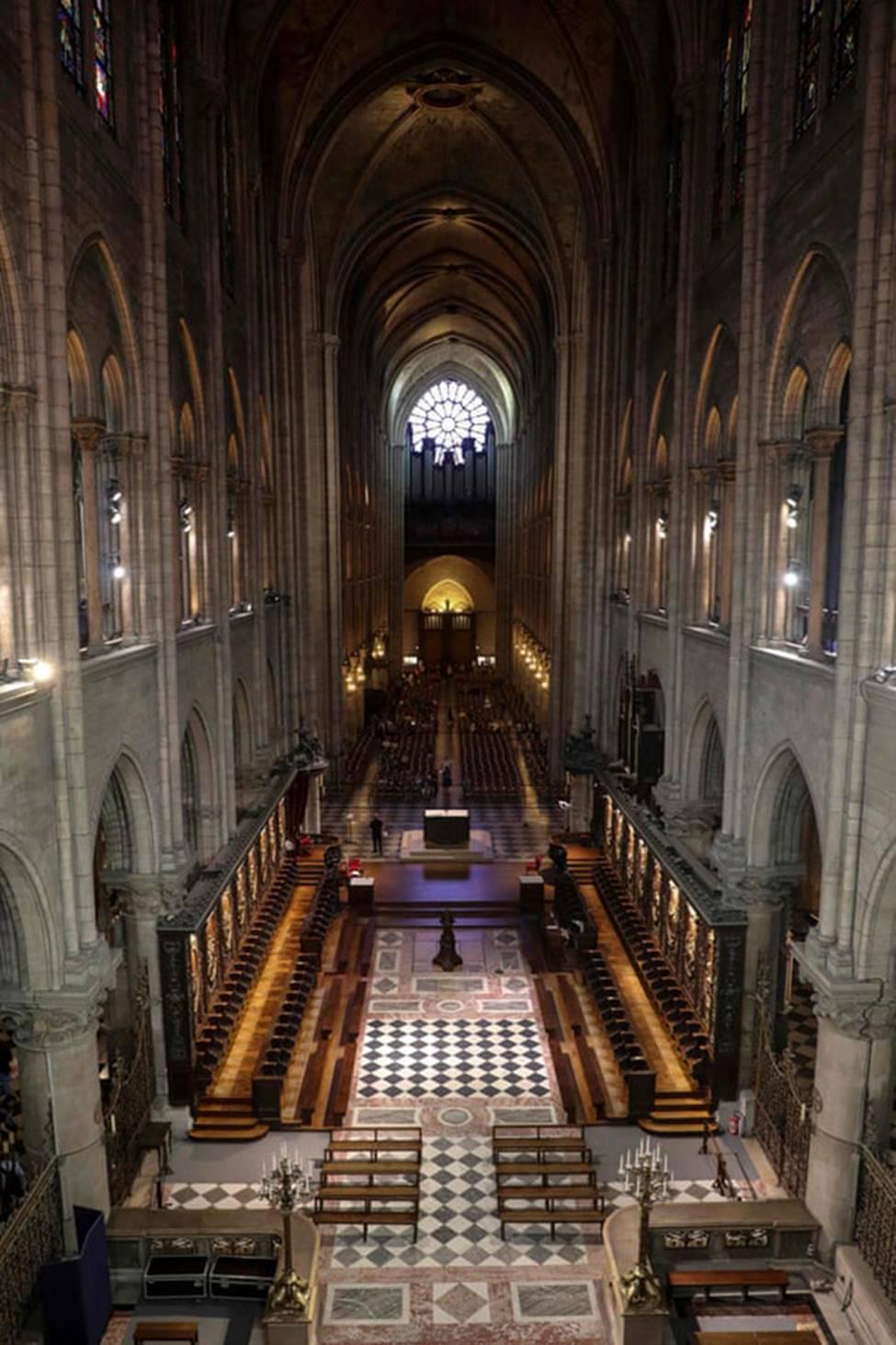 Ngắm lại Nhà thờ Đức Bà Paris, trái tim của nước Pháp trước khi chìm trong biển lửa-9
