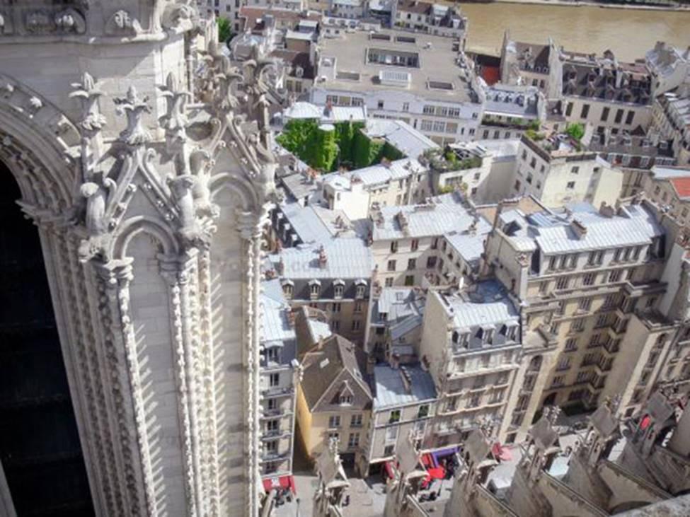 Ngắm lại Nhà thờ Đức Bà Paris, trái tim của nước Pháp trước khi chìm trong biển lửa-12