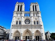 Ngắm lại Nhà thờ Đức Bà Paris, trái tim của nước Pháp trước khi chìm trong biển lửa