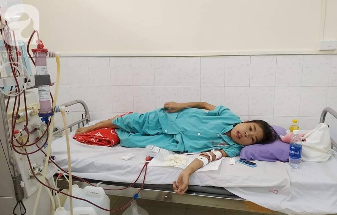 Bị suy thận nhưng vẫn cố giữ thai nhi, người mẹ bị biến dạng khuôn mặt, chấp nhận chết để con gái nhỏ được chào đời-1