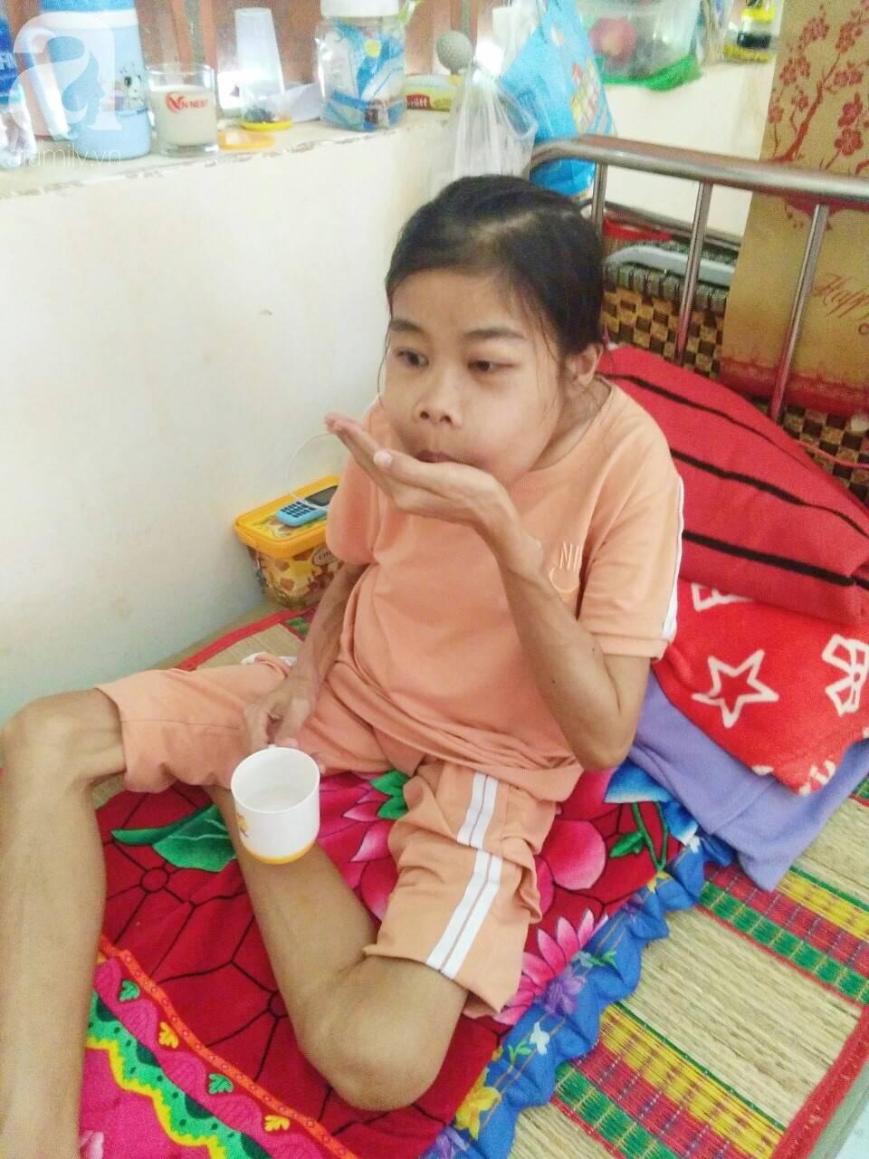 Bị suy thận nhưng vẫn cố giữ thai nhi, người mẹ bị biến dạng khuôn mặt, chấp nhận chết để con gái nhỏ được chào đời-6