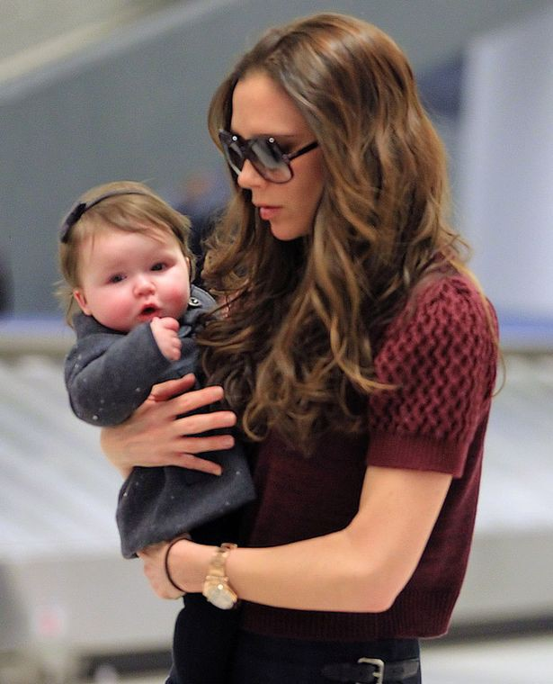 Tiểu công chúa Harper Beckham: Cuộc sống quý tộc phủ kín bằng tình thân và hàng hiệu của cô bé hạnh phúc nhất Hollywood-3