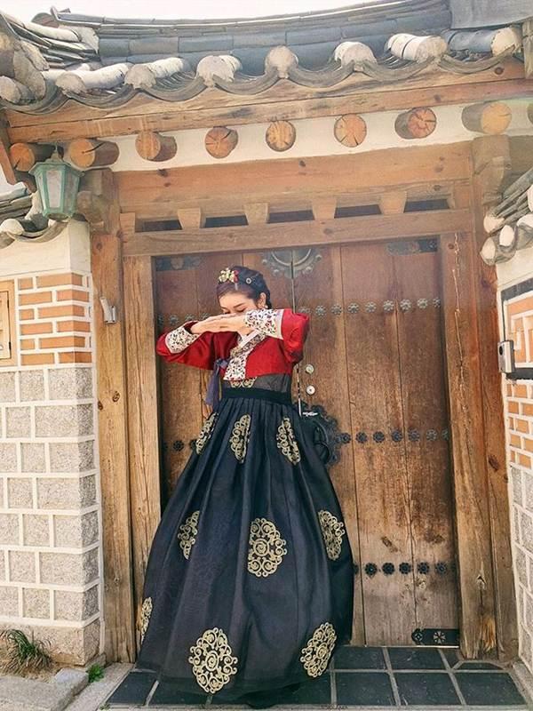 Á hậu Phương Nga mặc váy xẻ gợi cảm, tình tứ bên bạn trai Bình An trên thảm đỏ-10
