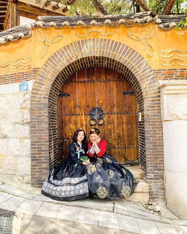 Á hậu Phương Nga mặc váy xẻ gợi cảm, tình tứ bên bạn trai Bình An trên thảm đỏ-8