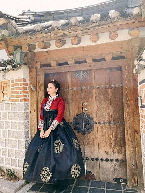 Á hậu Phương Nga mặc váy xẻ gợi cảm, tình tứ bên bạn trai Bình An trên thảm đỏ-9