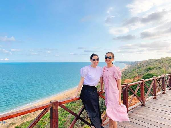 Á hậu Phương Nga mặc váy xẻ gợi cảm, tình tứ bên bạn trai Bình An trên thảm đỏ-12