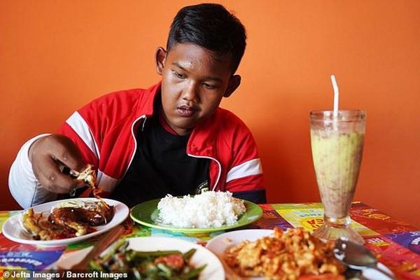 Bé trai nặng 190kg đổi đời khi giảm 104kg nhưng thân hình hiện tại vẫn gây sốc-13