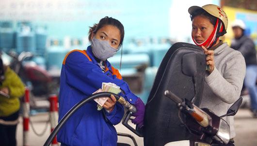 Xăng tiếp tục tăng giá mạnh hơn 1.000 đồng/lít-1