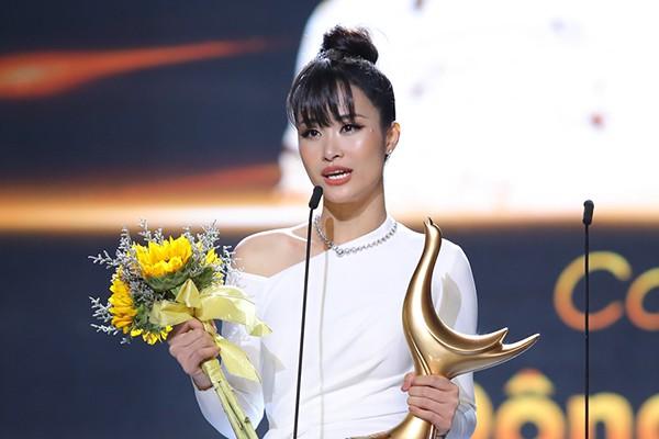 Đông Nhi nhận giải Cống Hiến, Lệ Quyên phát ngôn lạ khiến fan trách móc: Có phải đàn chị đang hằn học?-1