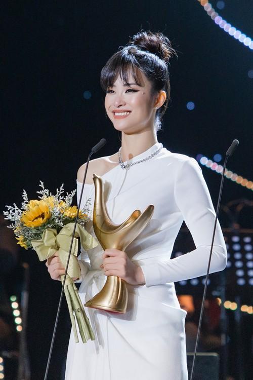 Đông Nhi nhận giải Cống Hiến, Lệ Quyên phát ngôn lạ khiến fan trách móc: Có phải đàn chị đang hằn học?-2