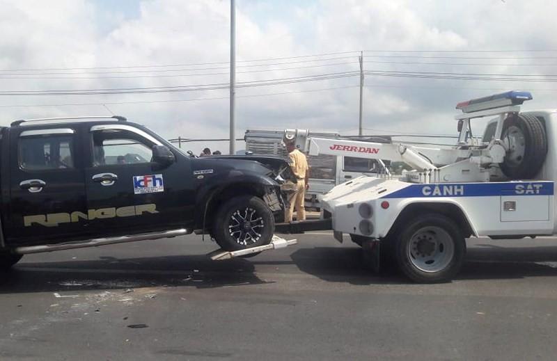 Tài xế dùng rìu chém người, ép ngã 2 cảnh sát giao thông-4