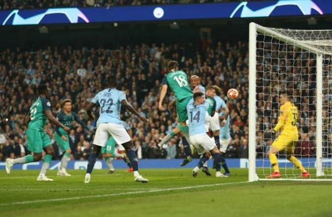 Màn rượt đuổi điên rồ giữa Man City và Tottenham đi vào lịch sử-1